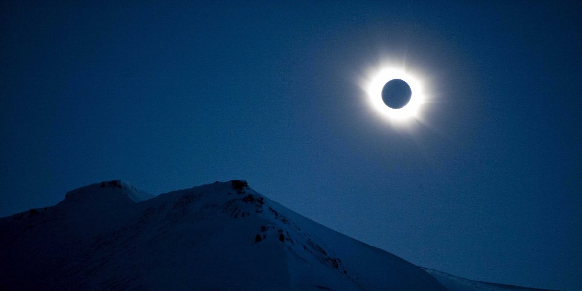 this-60-second-animation-reveals-who-will-see-tomorrows-rare-total-solar-eclipse